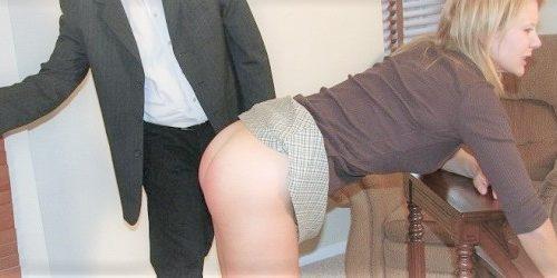 Filmovanie erotických klipov s tématikou spanking = výprask po zadku