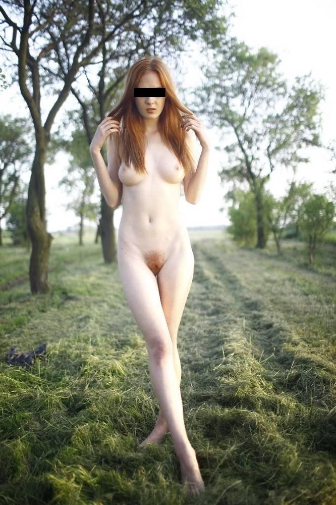 Prezentačné fotografie modelky aktov, erotiky a porna